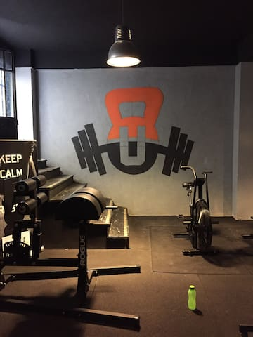 Stay and train in gym  City centre in istanbul
