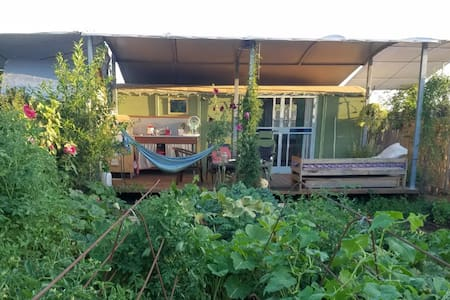 Romantic Magical Eco Vilage Getaway - Sauna & AC