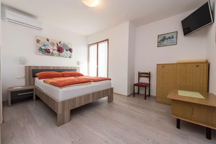 A2 cozy room with shared kitchen, garden & balcony