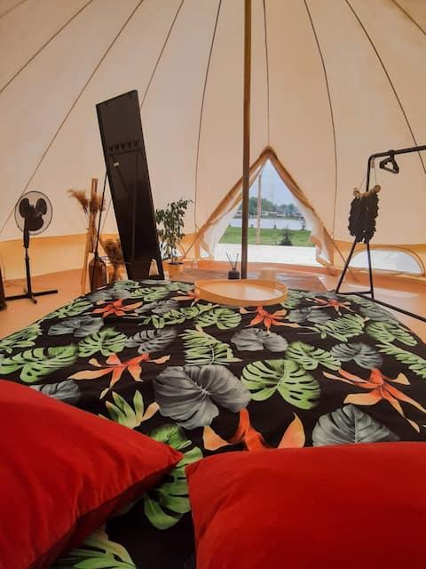 Cắm trại hạng sang