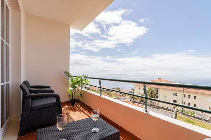 Caniço V, tranquility with sea view