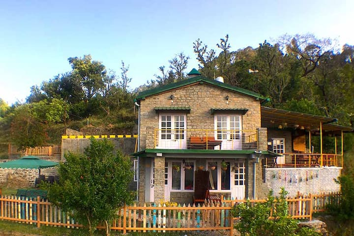 Sparrow Room@Fagunia Farmstay+All Meals,Nainital