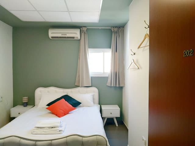 Yuval's Cozy Guesthouse ~ Room 202