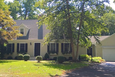 Private, Centrally-located Charming Cape - Fairfield - House