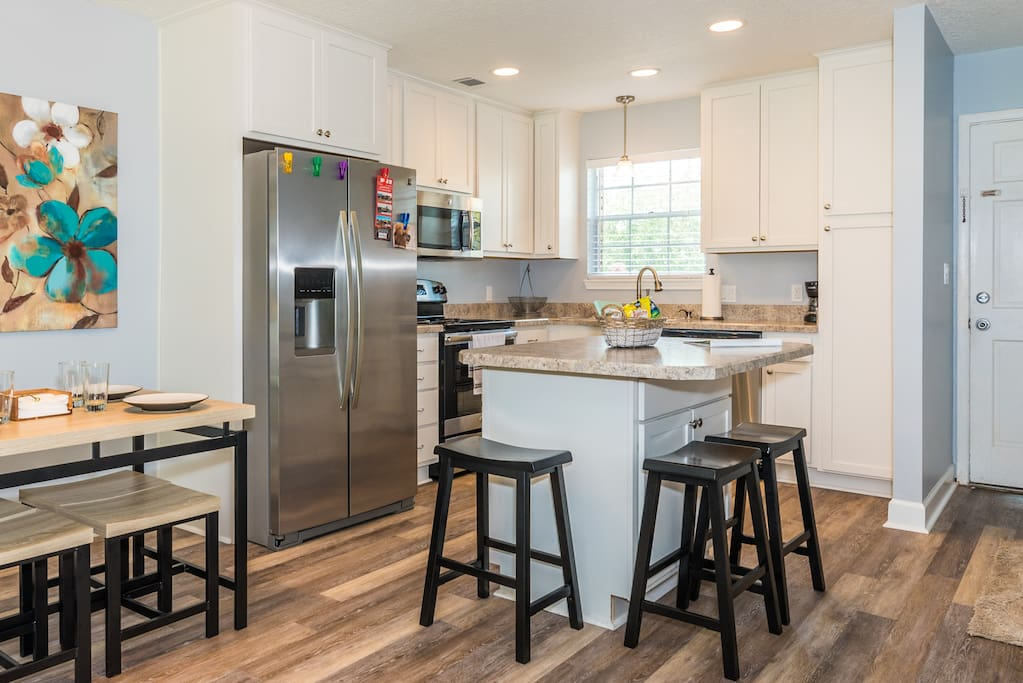 Spacious, fully-equipped kitchen!