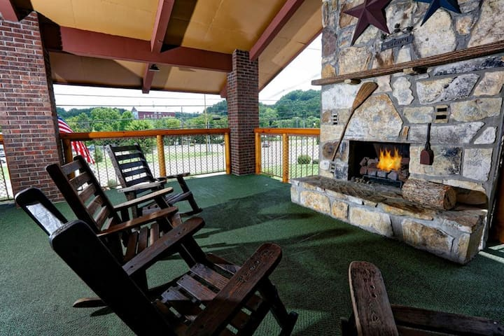Divine Double Classic Two Double Beds At Pigeon Forge