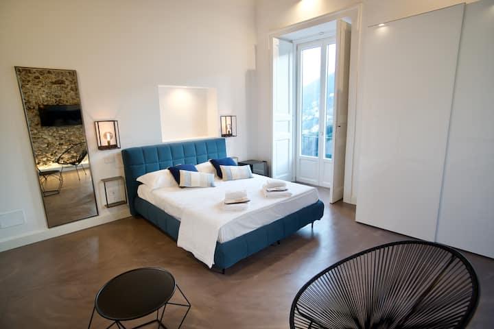 Camera letto matrimoniale due balconi vista mare