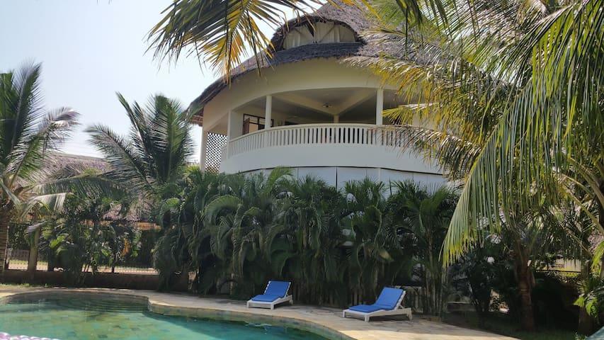 Diani Beach Golf Villas 4a  Villa Mzungu