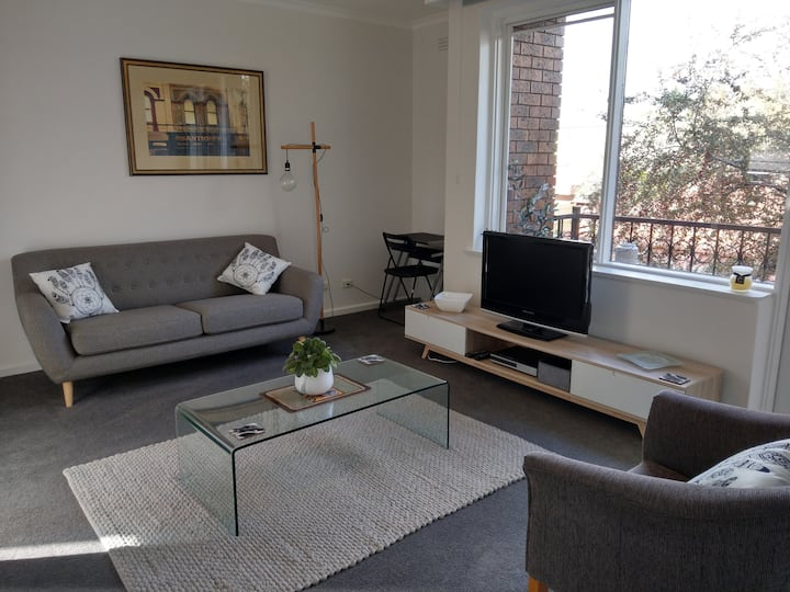 Elwood/St Kilda furnished & appointed 2 bed apt