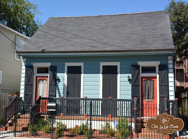 Historic 2-Story Home With Large Rooms and Yard - New Orleans - Bed & Breakfast
