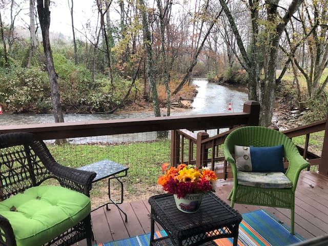 12/15-18 OPEN! Creek just outside; Pig Frg close!