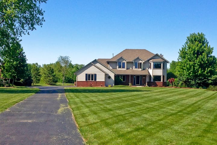 U.S. Open 2017 - Walking Distance to Erin Hills - Hartford - Casa