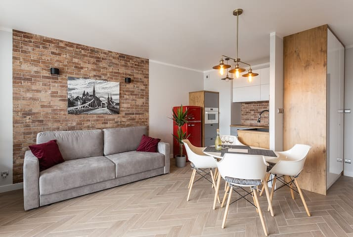 B&W Luxurious Apartment in the center of Wroclaw