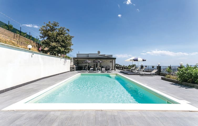 Holiday Homes with pool: Villette Bella Vista