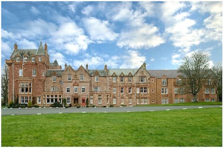 Dryburgh Abbey Hotel - Newtown Saint Boswells - Bed & Breakfast
