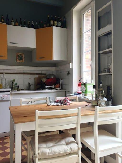 cuisine A&E (plaques, four, hotte, lave-vaisselle, lave-linge..)