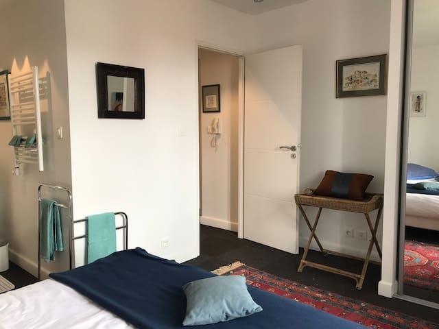 Chambre avec lit double queen size