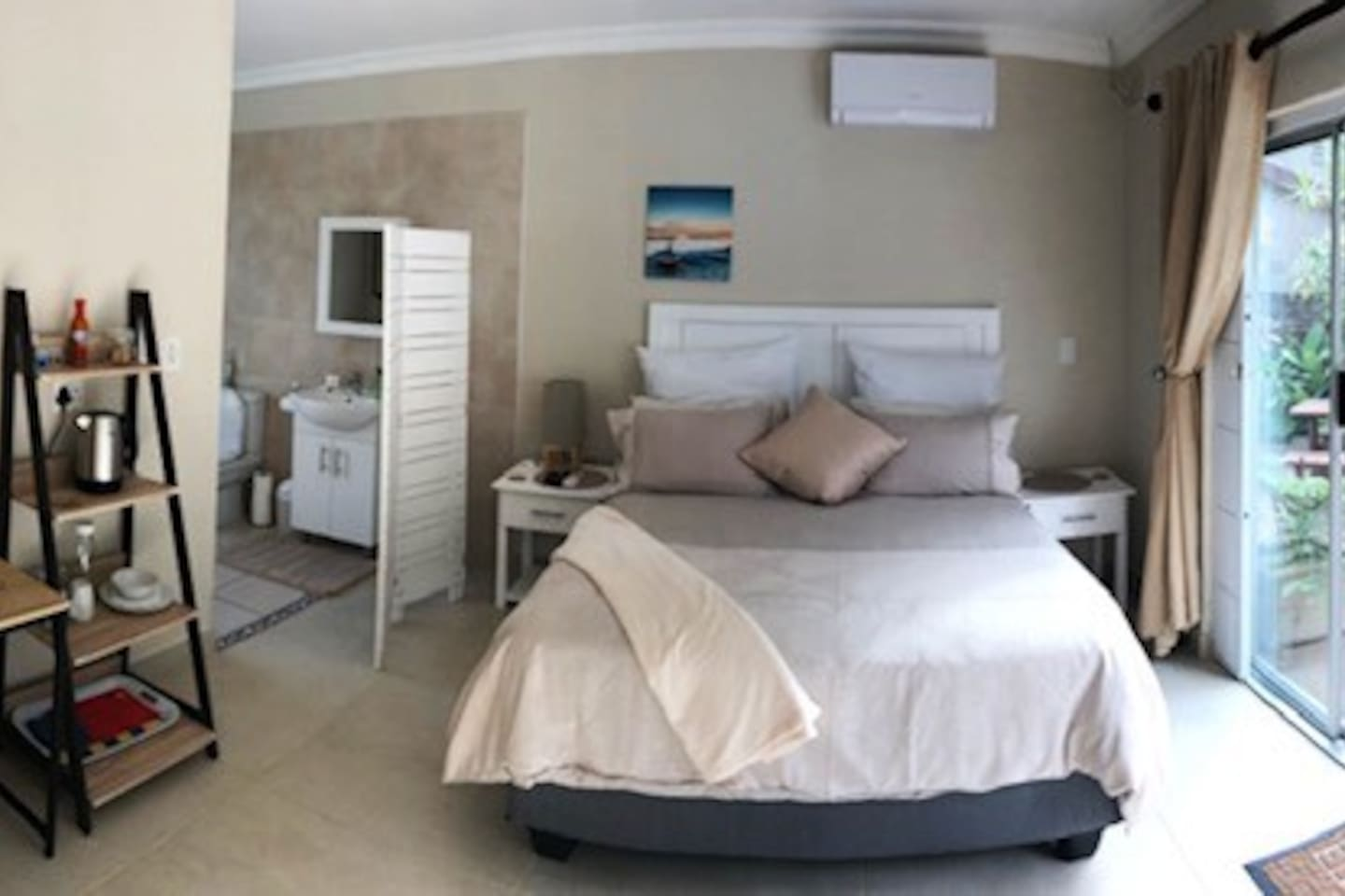 Air-con, queen size bed, sea views and swimming pool views from your bed