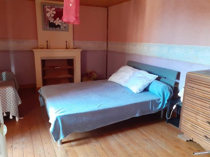 chambre dans maison spacieuse