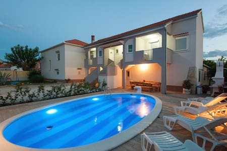 House with swimming pool - Zadar