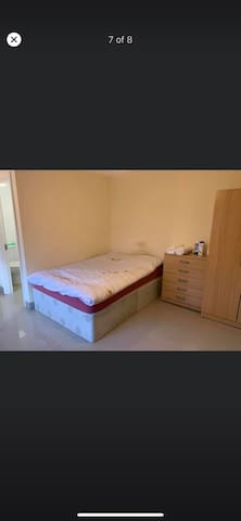 Modern studio flat self contained large space