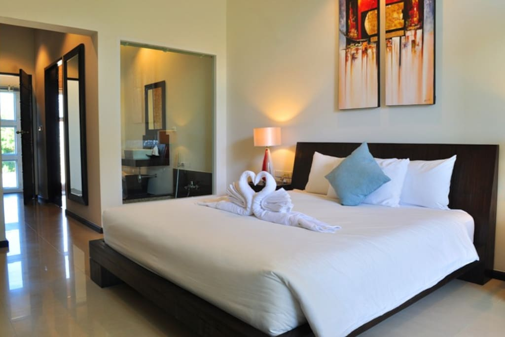 King Size Bed with Peaceful Area in Private.