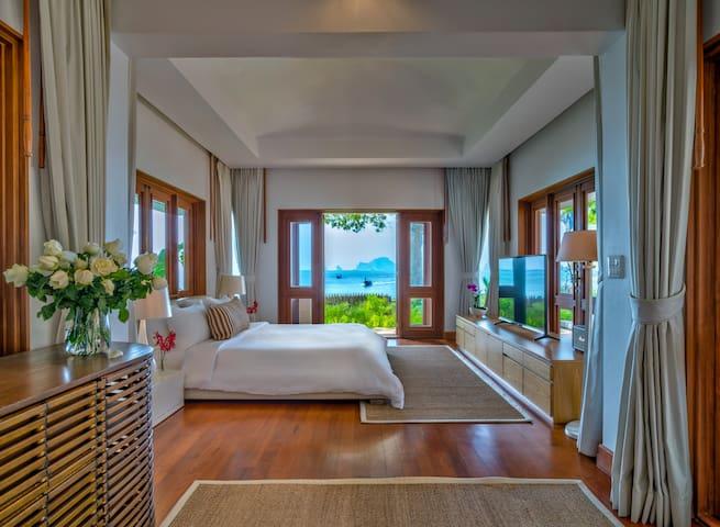 Villa Macaque Luxury Master Suite