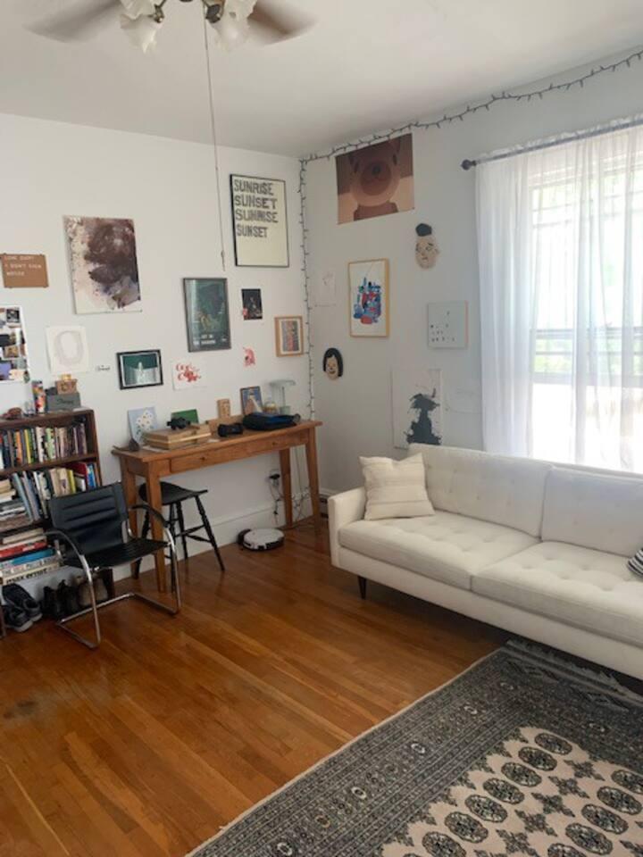 Sunny Hilltop Apartment