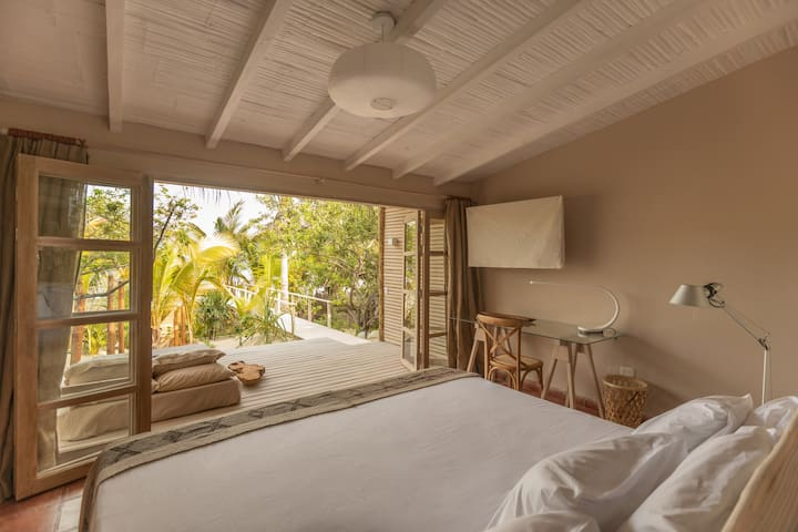 Master bedroom - Enjoy the seaview from your bed among palm trees.