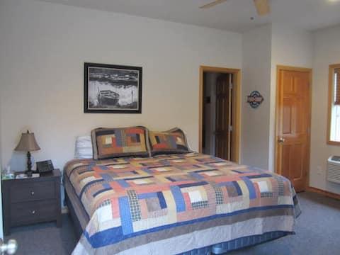 Montana's Wolf Creek Lodge - Room #4