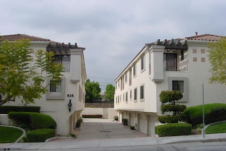 Beautiful San Gabriel Town House Furnished, Lovely - Townhouse
