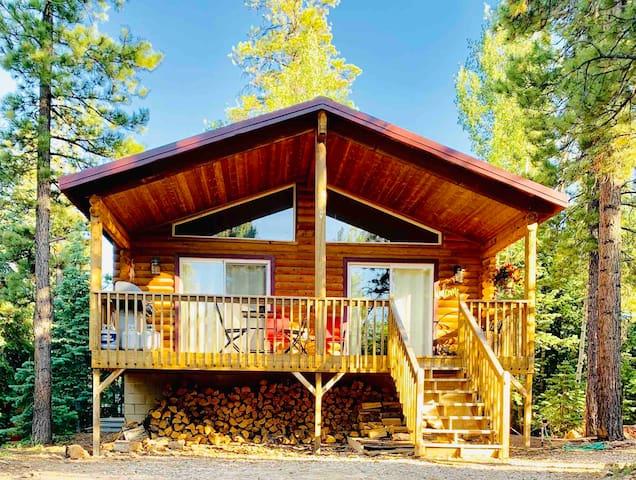 3 Bedroom Log Cabin Near Zion & Bryce w/WIFI