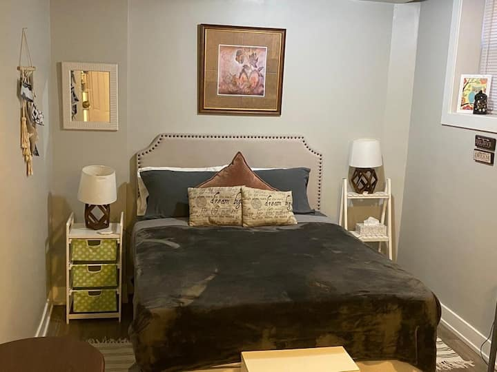 Cute studio with everything you need in Boystown