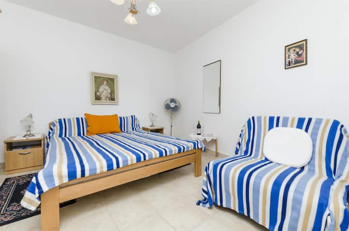 Room, 200m from city center, seaside in Vrboska - island Hvar, Balcony