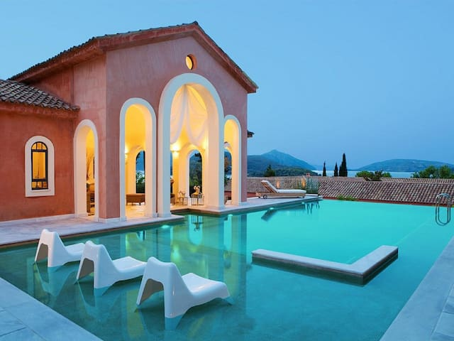 Villa Veneziano with private pool - Pireas - วิลล่า