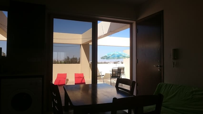 Top floor   1 bedroom  apartment with great view. - Dromolaxia