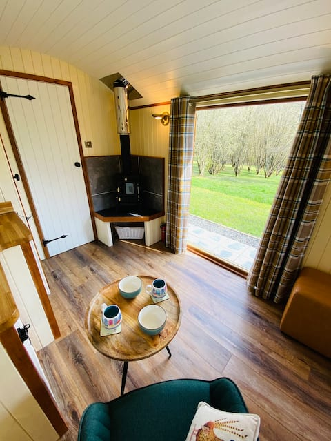 Shepherd's Huts with Hot Tubs at The Daffodil.