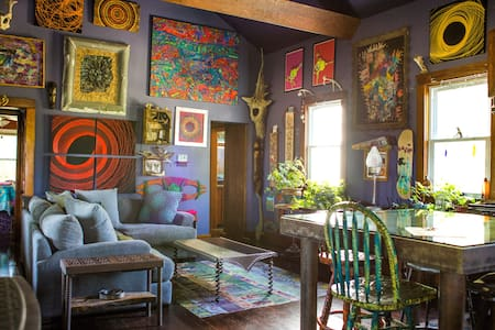 Art-filled House on Historic Farm at Clinton Lake
