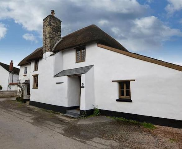 Lapwing Cottage, Saunton, Nr Braunton and Croyde