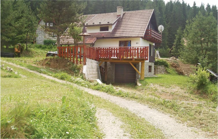 Holiday cottage with 3 bedrooms on 100 m² in Strba