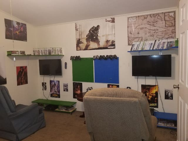 Cozy Gamer Home! First 5 pay $25 a night!