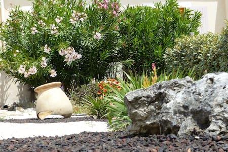 Chambre 2 pax literie 5*, piscine dans la nature - Grignan