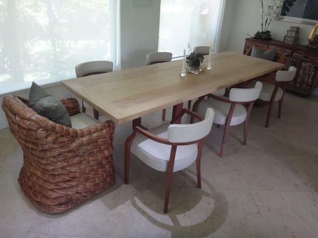 Comedor/Dining Area