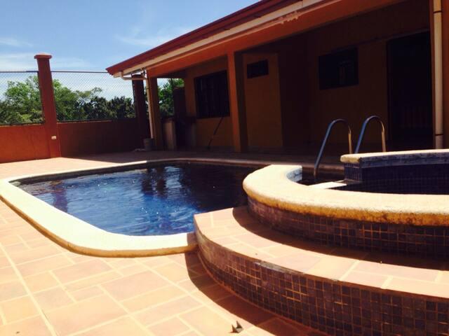 Villa Esmeralda - Huacas - House