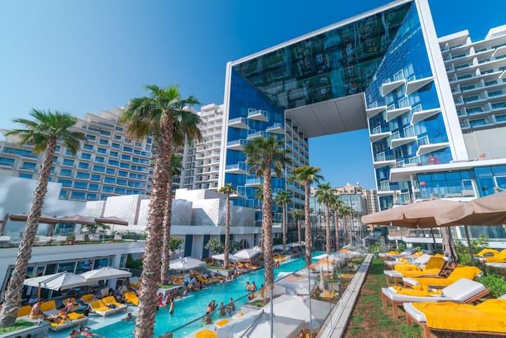 "Modern Luxury ""The Five"" Beach Resort - 2BR+Kids"