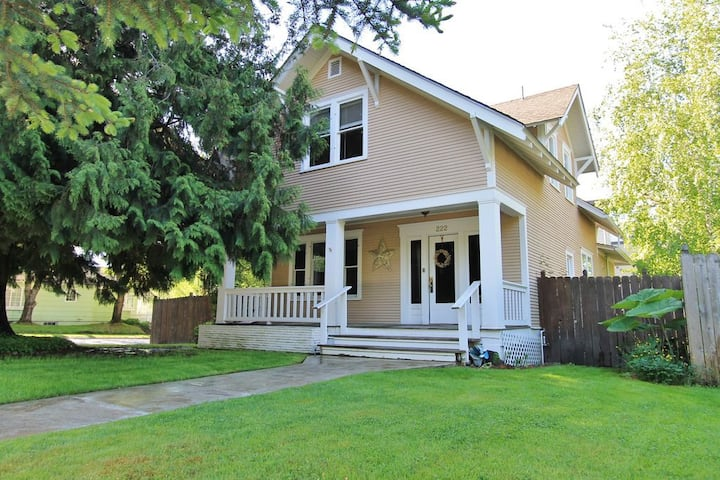 Downtown Garden District Bungalow with hot tub!