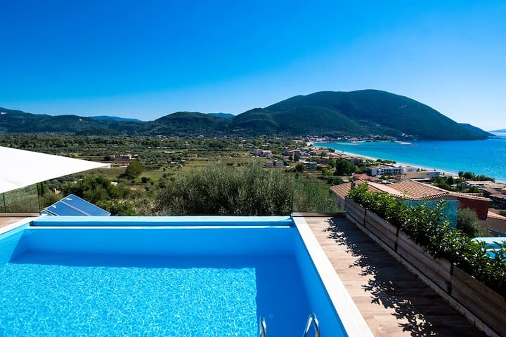 October Offer: Villa with Private Pool In Vasiliki