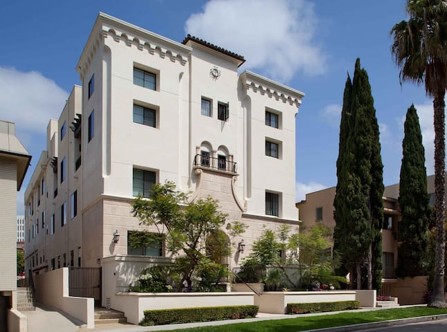 BRAND NEW Modern Penthouse in Brentwood near UCLA by MySuite 27D