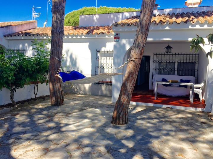 House with 2 bedrooms in Chiclana de la Frontera, with enclosed garden and WiFi - 200 m from the beach