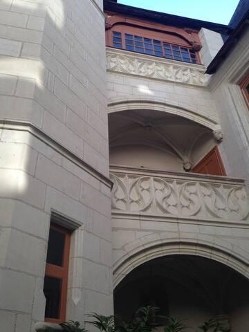 Charmant 2 p avec clim, centre historique